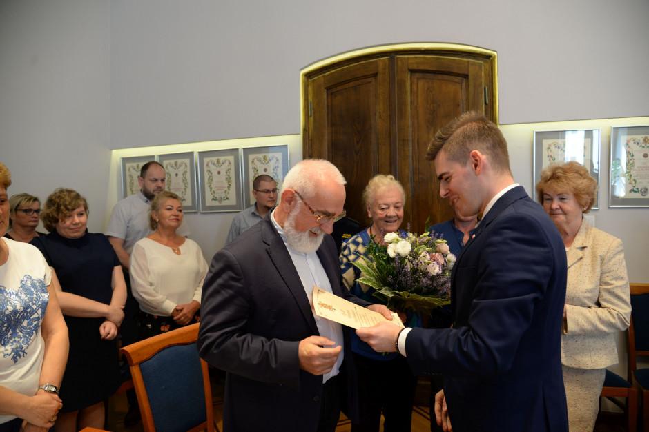 Zmiana warty w Wadowicach. Marek Brzeźniak idzie na emeryturę, sekretarzem gminy Marta Budzyńska