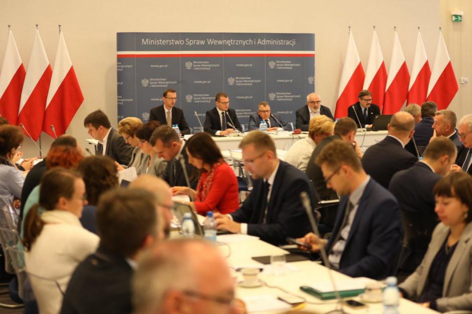 Posiedzenie Komisji Wspólnej Rządu i Samorządu Terytorialnego trwało kilka godzin (fot. mat. MSWiA)