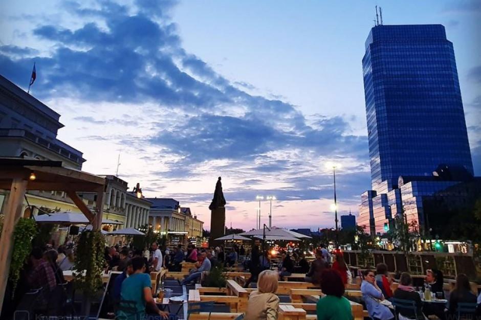 Warszawa eksperymentuje z przestrzenią miejską i bada opinię mieszkańców