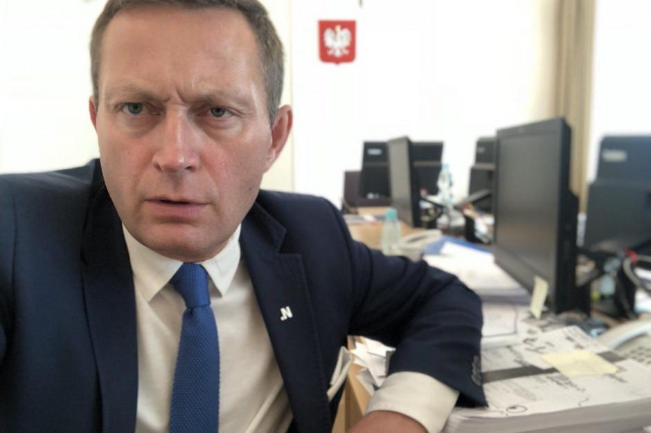"""Warszawa: Paweł Rabiej złożył zawiadomienie do prokuratury ws. naklejek """"Strefa Wolna od LGBT"""""""