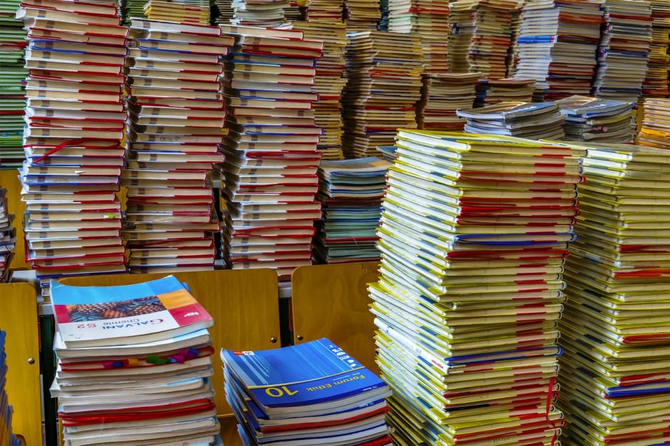 """Program """"Wyprawka szkolna"""" 2019: kwoty dofinansowania, warunki, wnioski"""