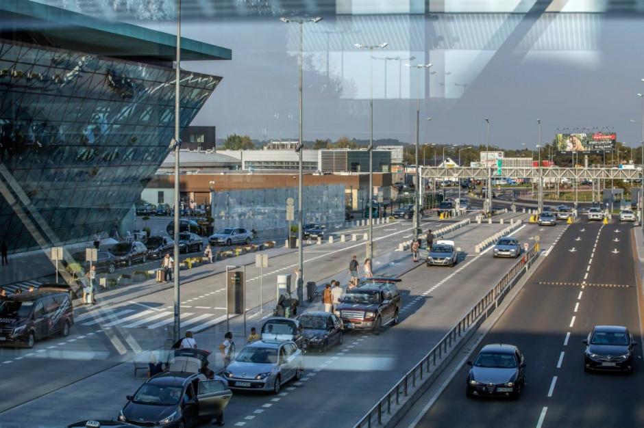 Na parkingach Kraków Airport pojawiło się oświetlenie LED