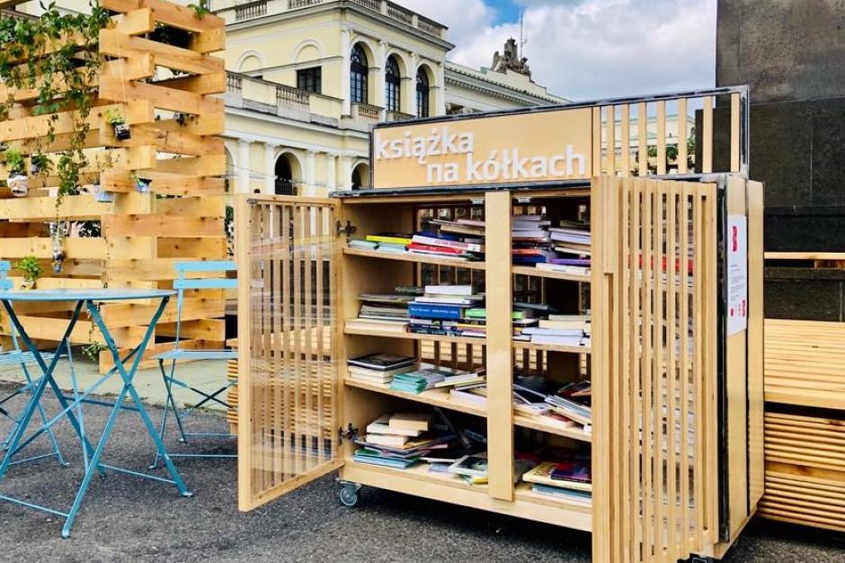 Warszawa: gwiazdy polskiej literatury spotkasz na śródmiejskim placu