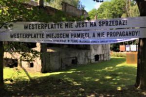 Transparenty na Westerplatte. Radni PiS oburzeni