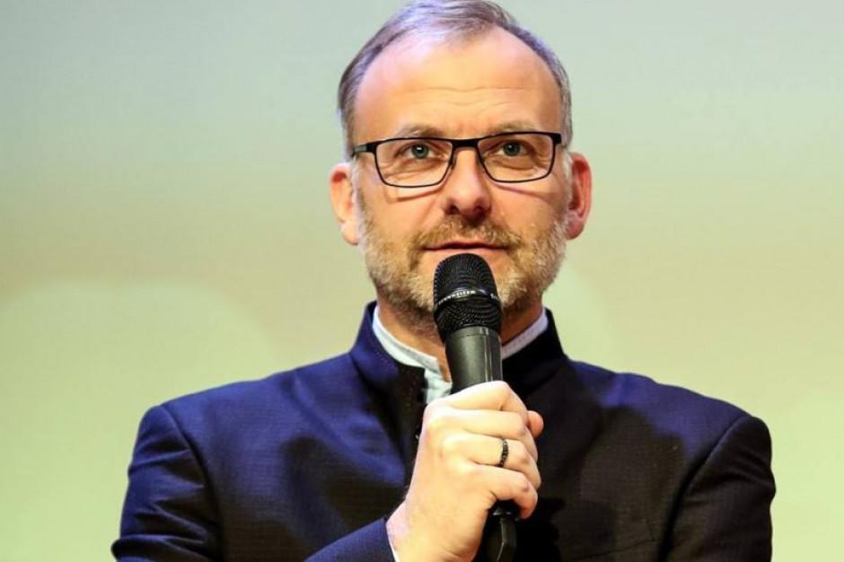 """""""Murzyńskie dzieci rodzą się białe..."""" - wiceprezydent Gdyni przeprosił za wpis"""
