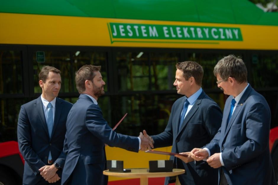 Rafał Trzaskowski obiecuje autobusy, aktywiści pytają o buspasy