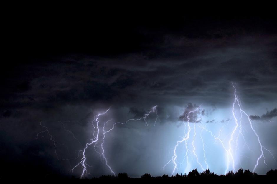 IMGW ostrzega przed burzami z gradem w południowo-wschodniej Polsce
