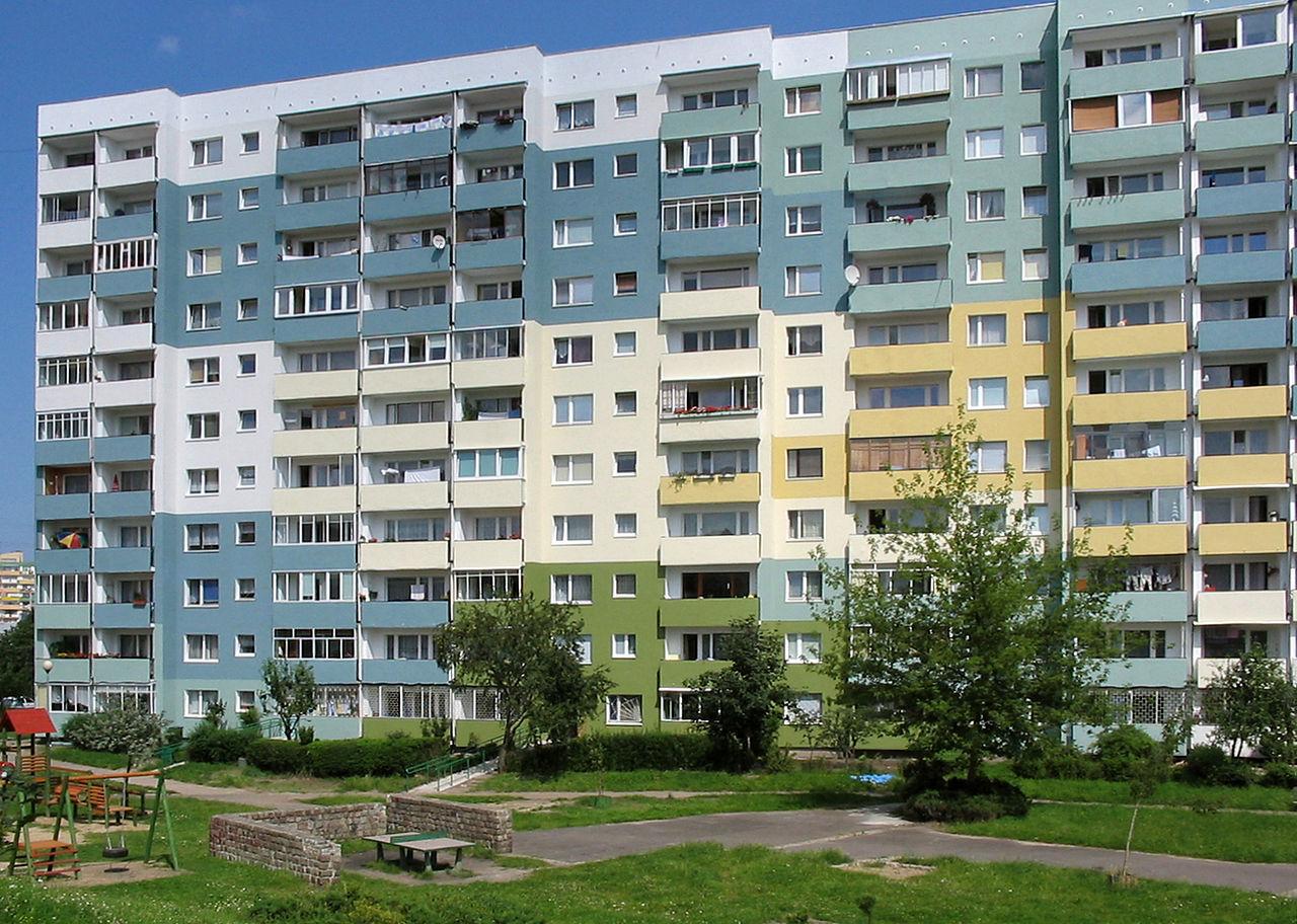 Blok z wielkiej płyty w Gdańsku (fot. wikipedia.org/ Tomasz Sienicki/CC BY-SA 3.0)