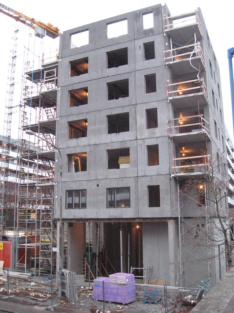 Budowa budynku z wielkiej płyty (fot. wikipedia.org/Liftarn/CC BY-SA 3.0)