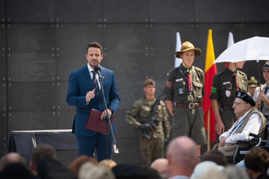 75 rocznica wybuchu Powstania Warszawskiego. Prezydent, prezes, marszałek, samorządowcy przed Pomnikiem Powstania Warszawskiego