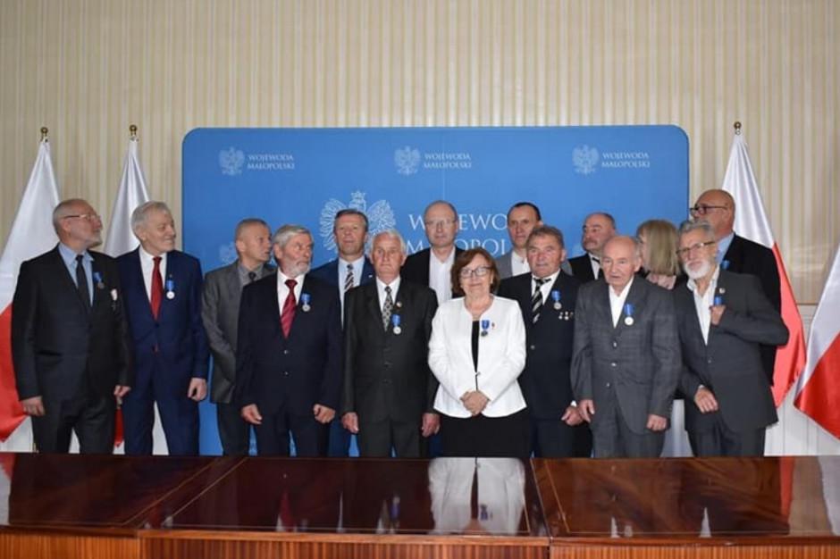Kraków: kilkanaście osób uhonorowanych medalami 100-lecia Odzyskanej Niepodległości
