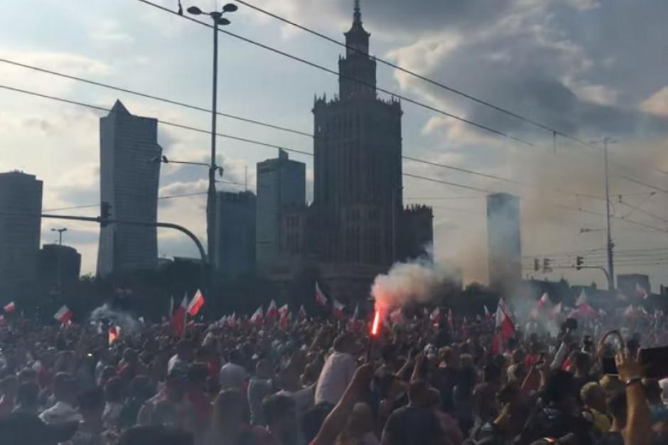 Warszawa: protesty przeciwko marszowi, interwencja policji i przemówienie Grzegorza Brauna
