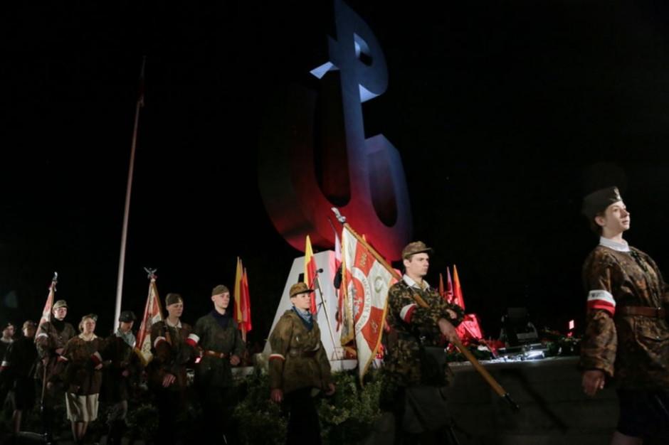 Na Kopcu Powstania Warszawskiego zapłonęło ognisko. Nie zgaśnie przez 63 dni