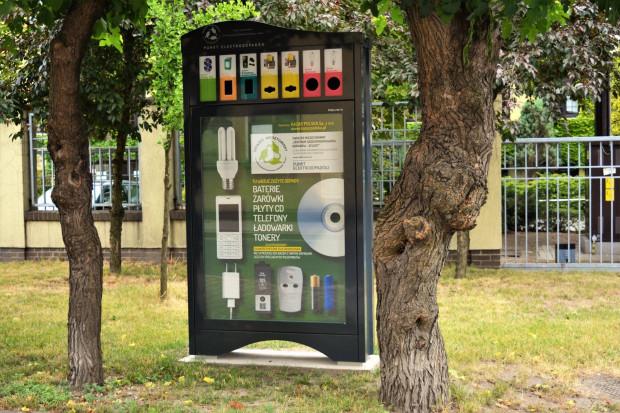 W myśl prawa gminy nie muszą jednak ustawiać na ulicach dodatkowych punktów, ich obowiązkiem jest prowadzenia PSZOK-a. (fot. czemin.pl)