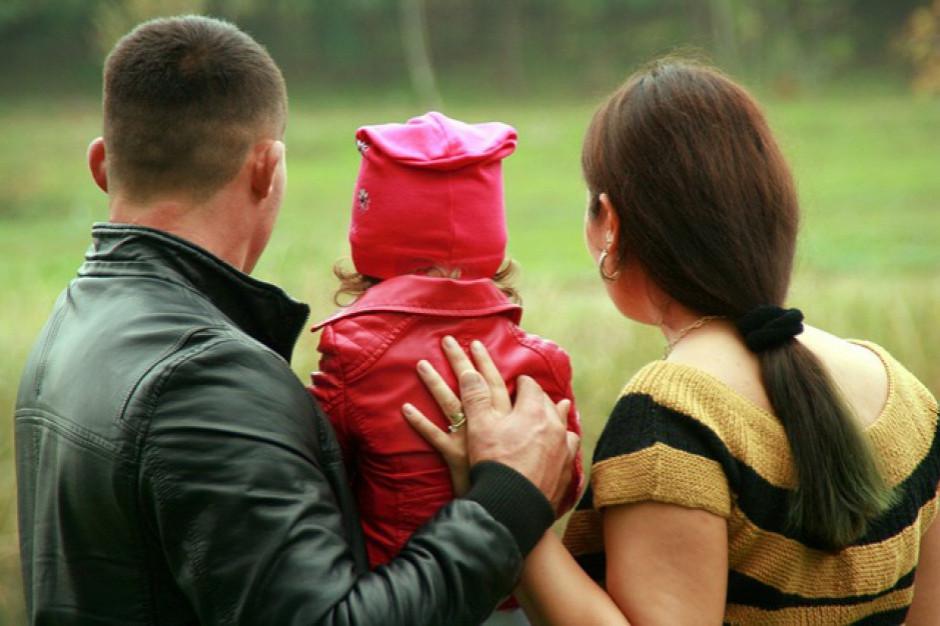 Rodzin zastępczych jest w Polsce coraz mniej