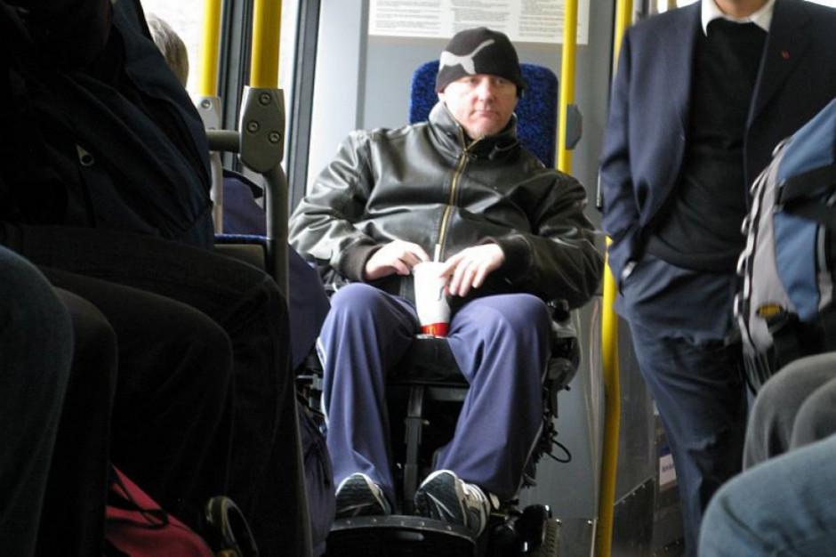 Ministerstwo i PFRON wprowadzają m.in. usługę transportową dla osób niepełnosprawnych