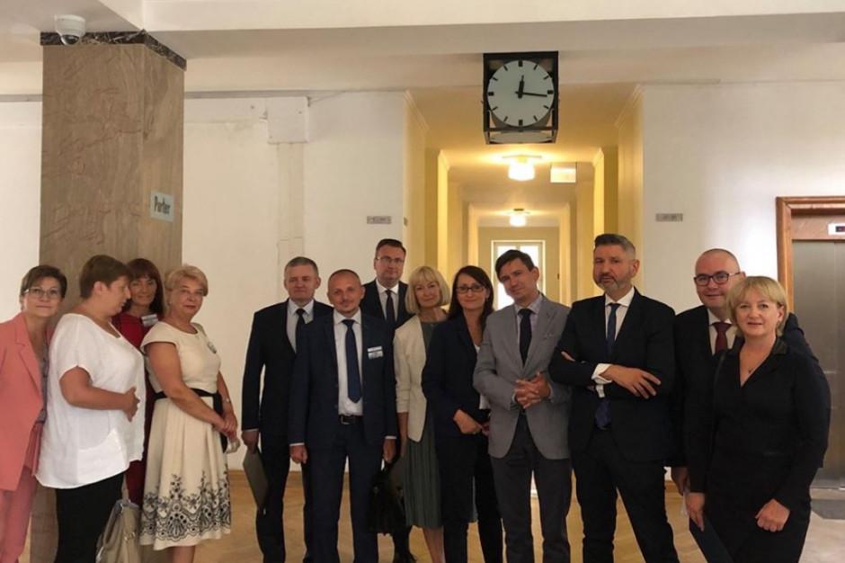 Samorządowcy w konfrontacji z Piontkowskim: nie ma zgody na podział subwencji zgodnie z wizją rządu