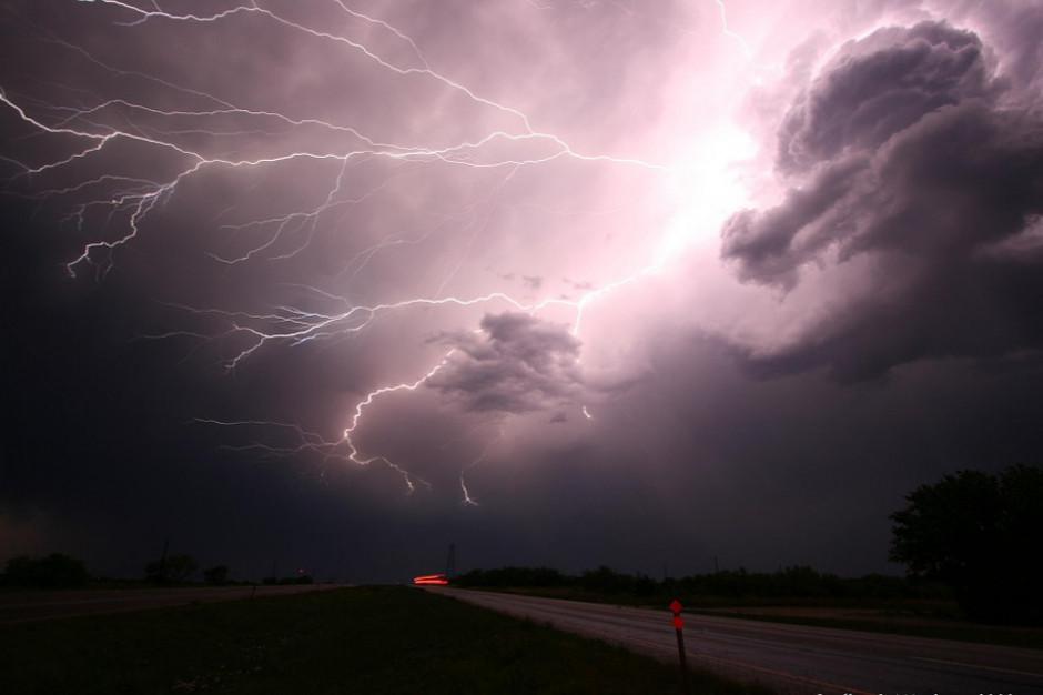 IMGW ostrzega przed burzami w siedmiu województwach