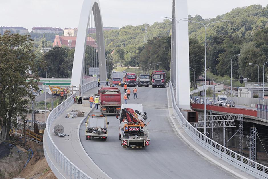 Pierwsza nitka nowego Gdańskiego wiaduktu już gotowa