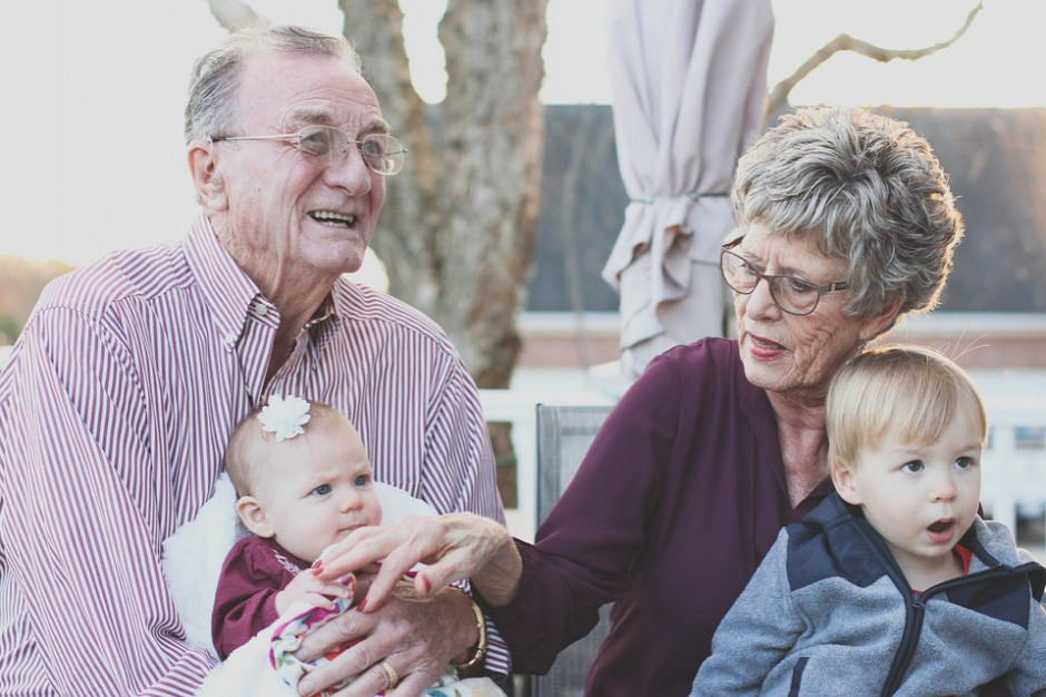 """Seniorzy coraz chętniej sięgają po pieniądze z programu """"Mama 4+"""""""