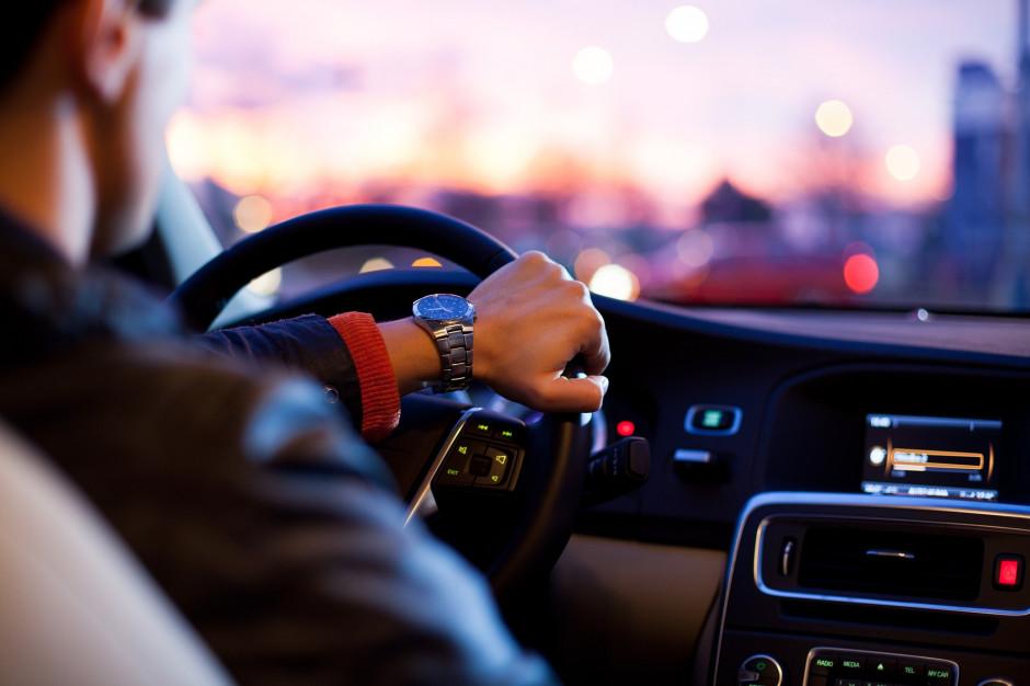 Nowe znaki na drogach poinformują o odcinkowym pomiarze prędkości