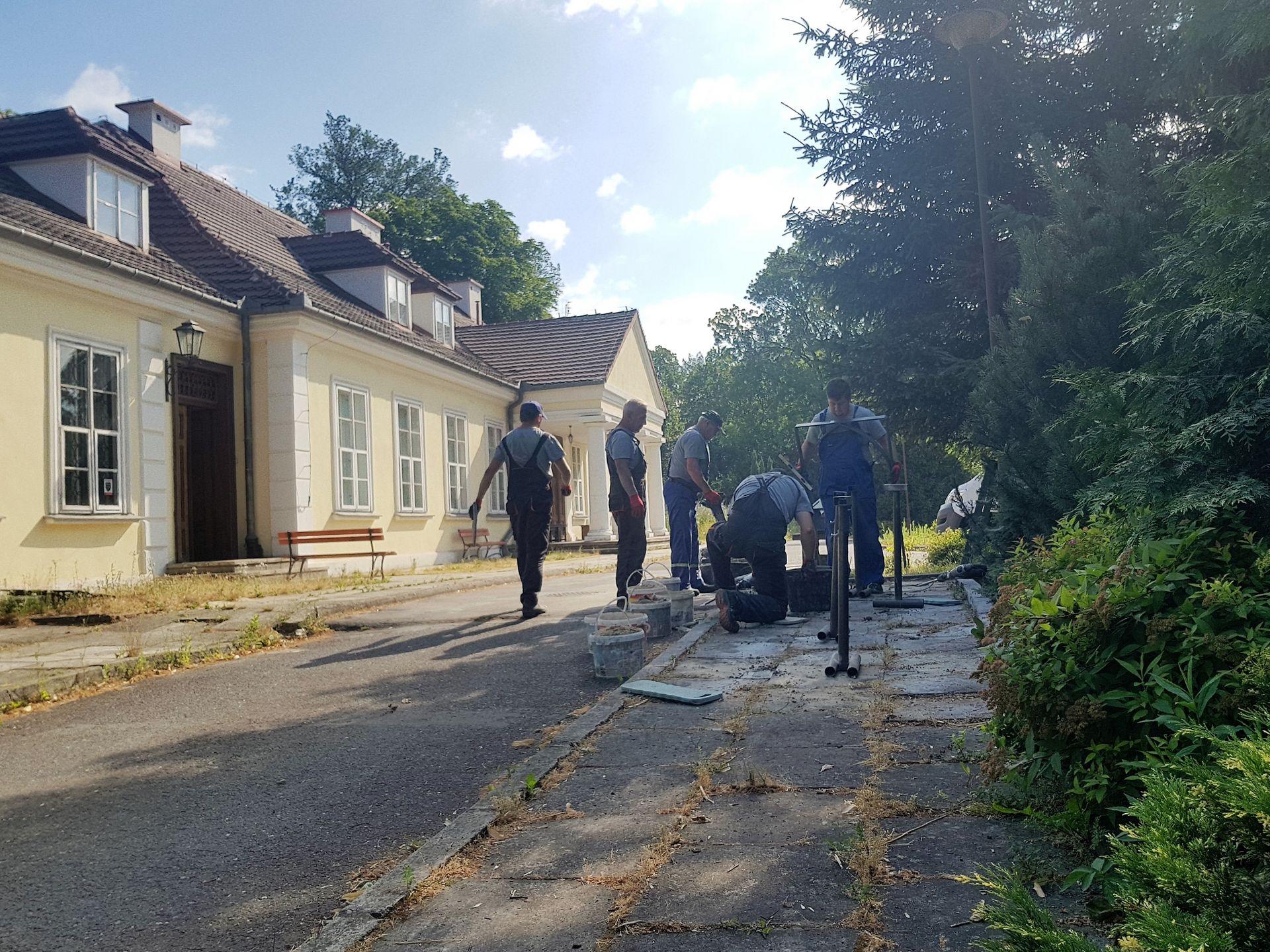 Montaż stojaków w Branicach (fot. mat. prasowe Arcelormittal)