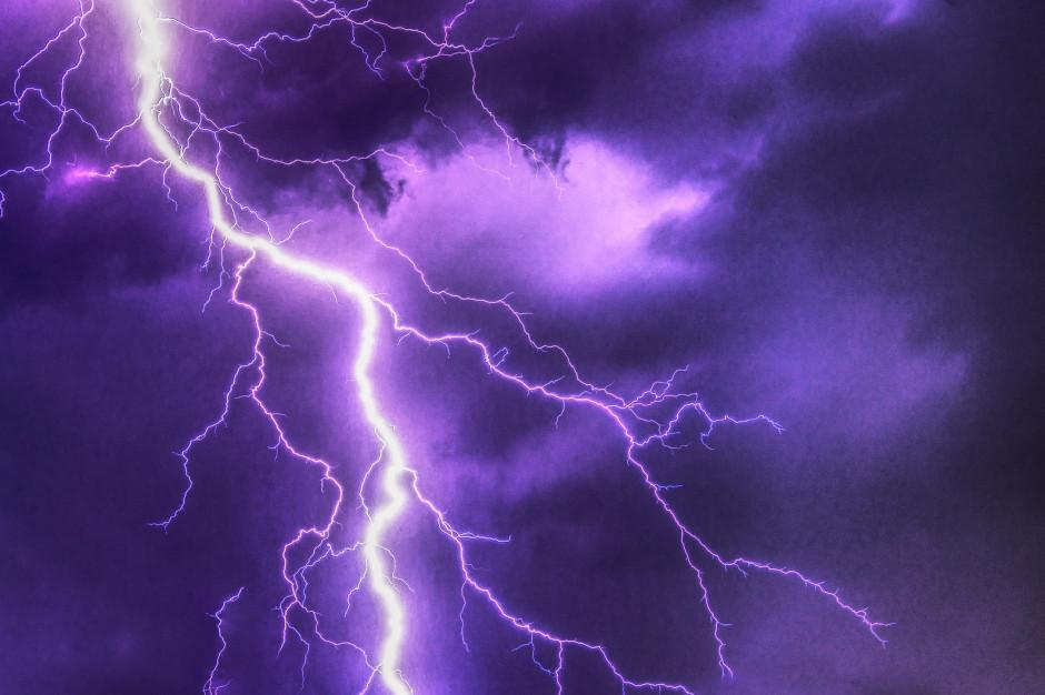 IMGW: Najwyższy stopień ostrzeżenia przed burzami i ulewami