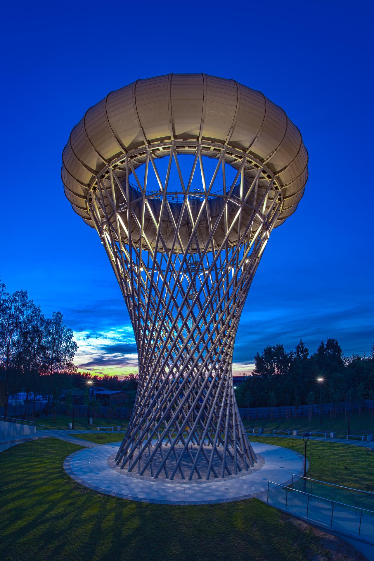 Centralnym punktem parku jest zrewitalizowana wieża ciśnień (ot. UMC)