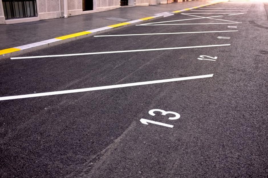 Koniec z szukaniem parkingu. Miasto wdraża innowacyjną aplikację
