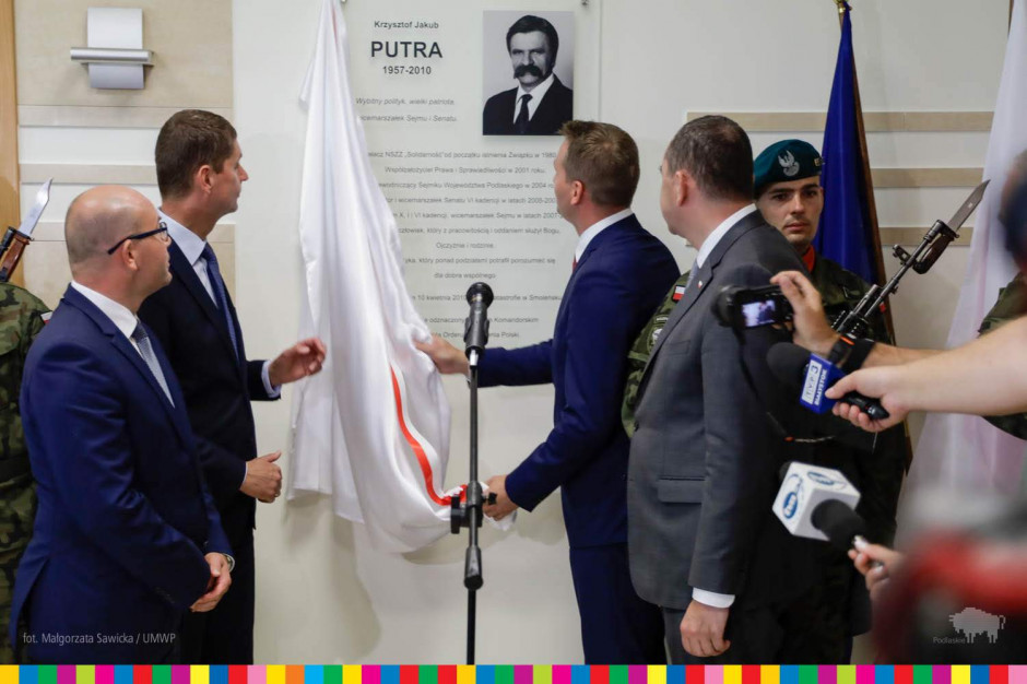 Podlaskie: Krzysztof Putra patronem sali obrad sejmiku województwa