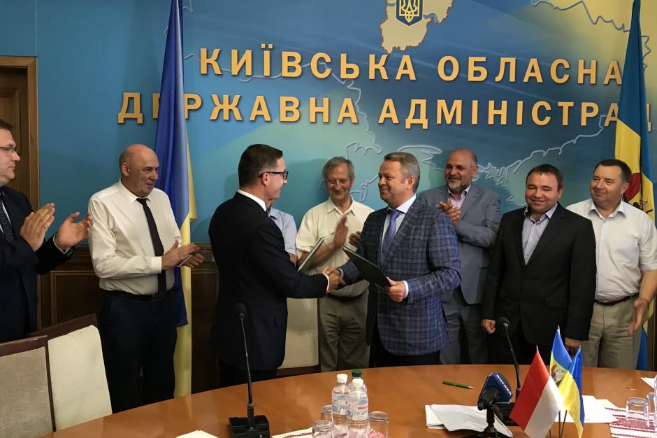 Polskie i ukraińskie samorządy podpisały umowę o współpracy (fot. ŚZGiP)