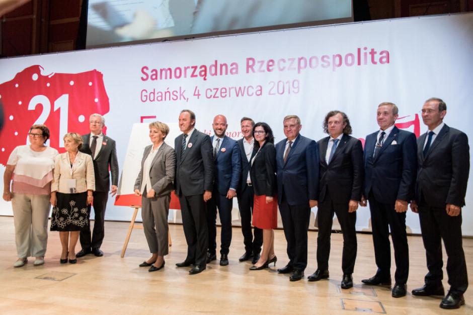 21 tez samorządowych podpisano 4 czerwca w Gdańsku (fot. Dominik Paszliński/www.gdansk.pl)