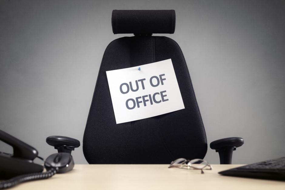 Samorządowiec na urlopie. 13 tys. zaległych dni. Nieprawidłowości w 69 proc. skontrolowanych jednostek