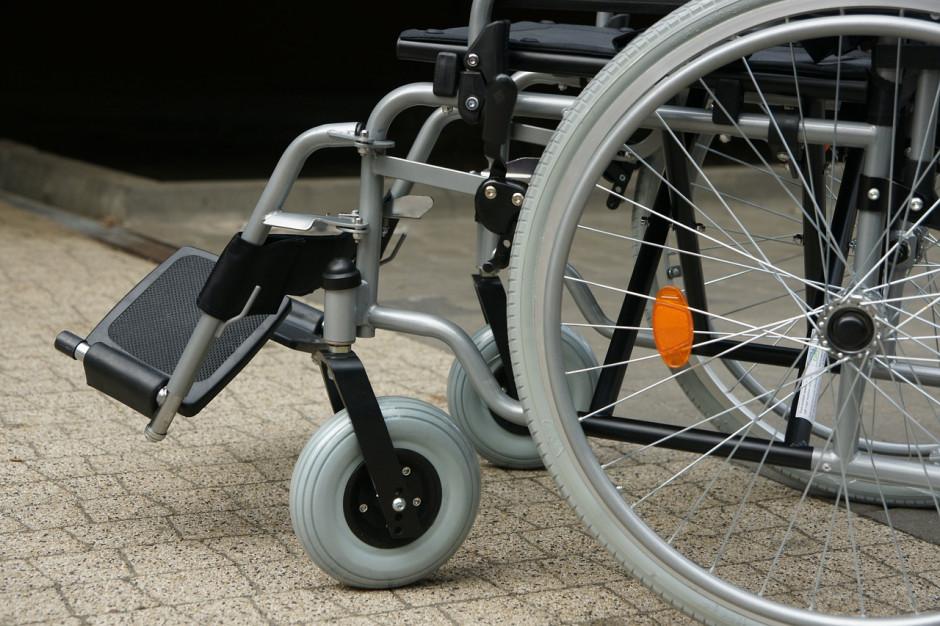 Rodzice niepełnosprawnych dzieci protestowali pod wrocławskim urzędem miejskim