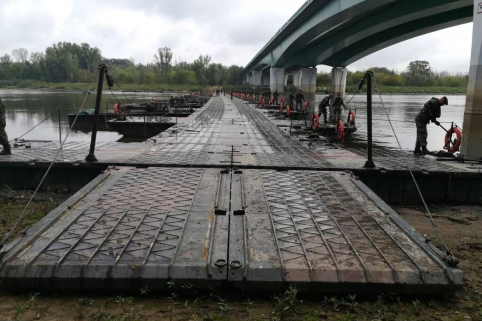 172 żołnierzy brało udział przy budowie mostu pontonowego
