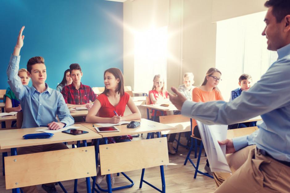 Warszawska szkoła wypłaciła nauczycielom pieniądze za strajk. PiS chce kontroli w placówkach
