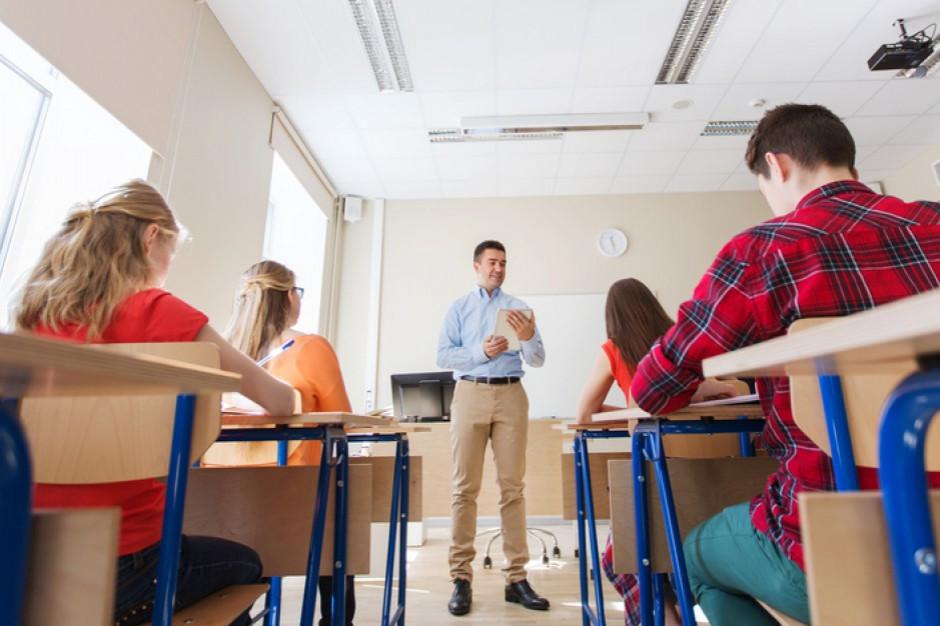 Fundacja Ja, Nauczyciel: pedagodzy dostali po nosie, są dalecy od strajku
