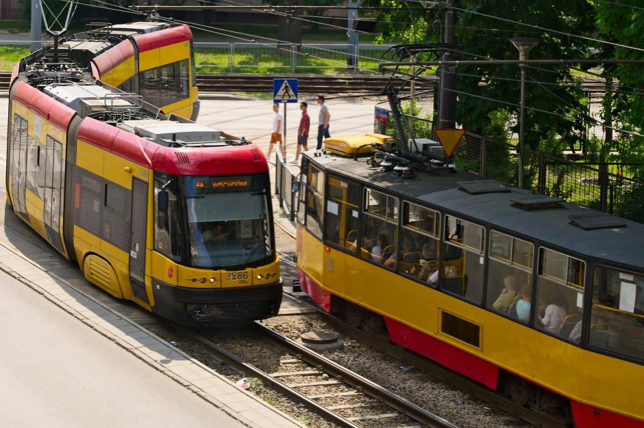 Warszawa. Tramwaj wykoleił się po zderzeniu z autem
