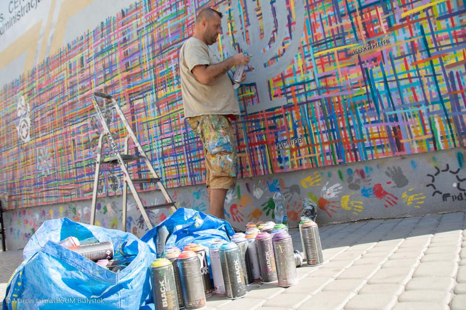 Mural w Białymstoku odnowiony po kolejnym zniszczeniu. Wandali wyśledzą kamery