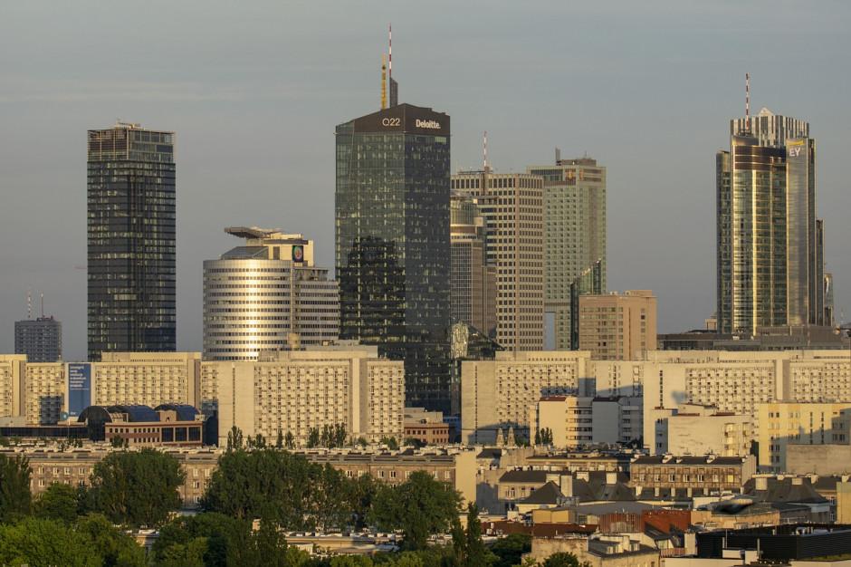 Warszawa wycofała skargę na decyzję komisji weryfikacyjnej