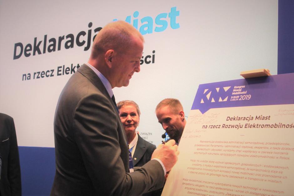 Samorządy podpisały deklarację na rzecz rozwoju elektromobilności