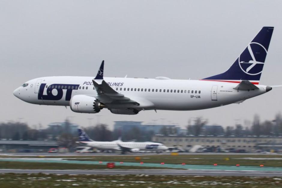 Awaryjne lądowanie samolotu LOT na lotnisku w Ławicy