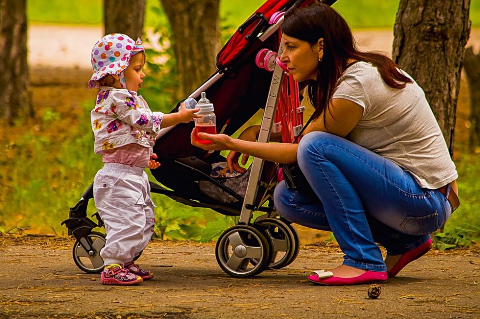 5000 zł mandatu za spacer z dzieckiem po chodniku?