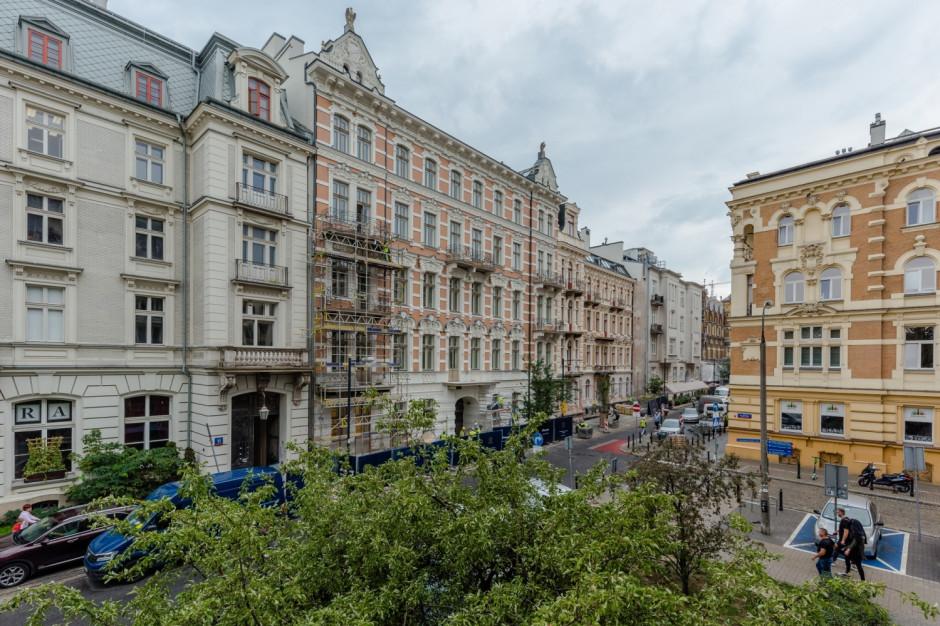 Historyczne kamienice w Warszawie odzyskują blask