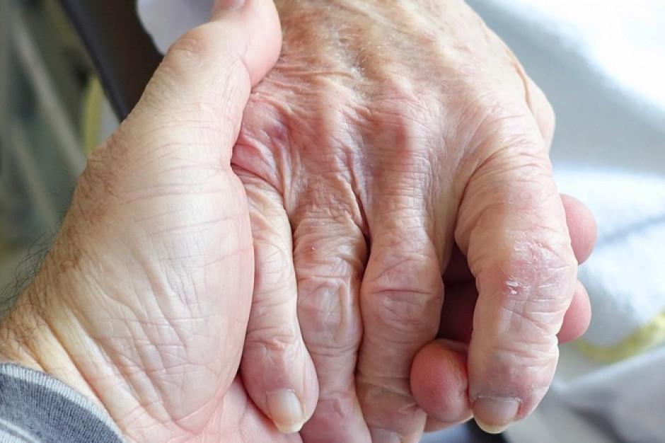 Centra zdrowia dla seniorów zamiast oddziałów geriatrycznych. Jest jedno ale