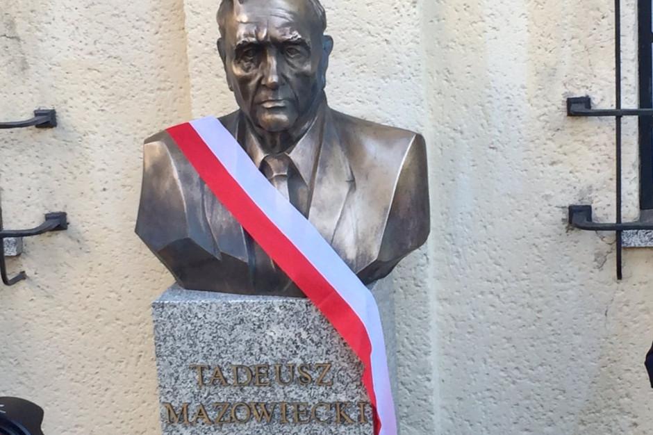 Warszawa: Odsłonięto popiersie premiera Tadeusza Mazowieckiego