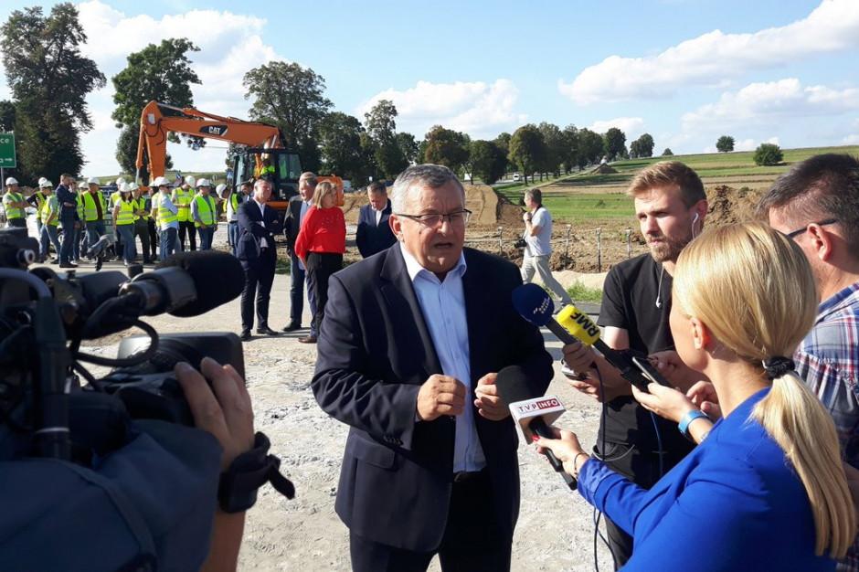 Minister Adamczyk apeluje do samorządów: Składajcie wnioski do wojewody, by pozyskać środki