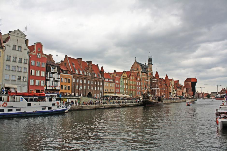 Sanepid nadal apeluje, by unikać kontaktu z wodą z Wisły i z Zatoki Gdańskiej
