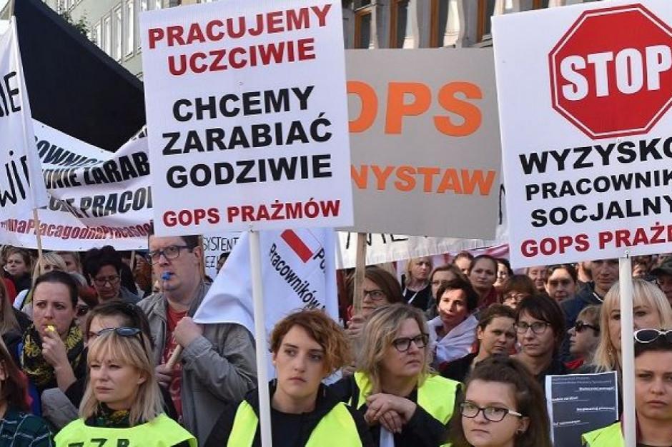 Pracownicy socjalni i pomocy społecznej zawieszają protest
