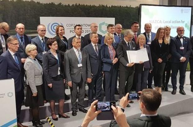 Jerzy Kwieciński z samorządowcami (fot. mir.gov.pl)